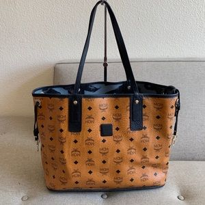 Authentic MCM Vicetos Tote reversible